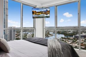 Chevron Renaissance 2 Bed Apartment by Vaun