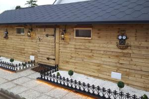 Lazy Lodge Glamping Pod with Hot Tub