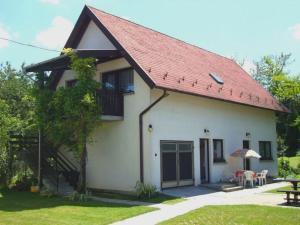 Gyöngyvirág Vendégház, Ferienwohnungen  Balatonboglár - big - 11