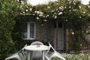 Chambres et Tables d'hôtes à l'Auberge Touristique, Bed and breakfasts  Meuvaines - big - 3