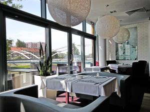 Piano Hotel Restaurant & Pub