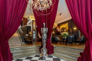 Hotel St. Petersbourg (6 of 51)