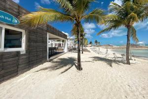 3BR Luxury Condo w/ Private Beach & Pool Access