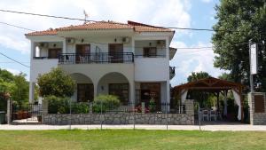 Hostales Baratos - Philoxenia Hotel