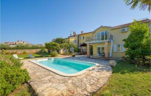 Amazing home in Porec with Outdoor swimming pool and 4 Bedrooms
