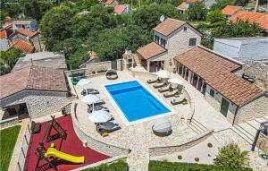 Four-Bedroom Holiday Home in Dubrava