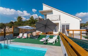 Stunning home in Bilice w/ Outdoor swimming pool and 3 Bedrooms