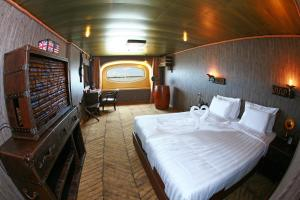 Vintage Luxury Yacht Hotel (5 of 40)