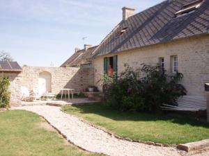 Chambres et Tables d'hôtes à l'Auberge Touristique, Bed and breakfasts  Meuvaines - big - 46