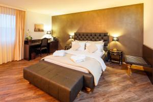 Deluxe Queen Suite Business Hotel First