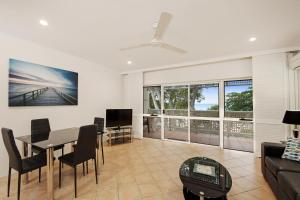 Marlin Waters Beachfront Apartments, Aparthotels  Palm Cove - big - 63