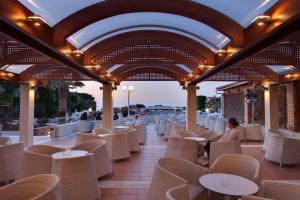 Bella Beach Hotel, Rezorty  Hersonissos - big - 21