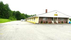 Budget Host Airport Inn, Motel  Waterville - big - 16