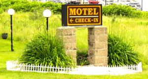 Budget Host Airport Inn, Motel  Waterville - big - 10