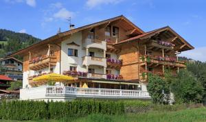 Landhotel Lechner, Hotel  Kirchberg in Tirol - big - 1