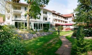 Hotel Kurparkblick - Bad Bergzabern