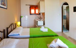 Livari Studios, Apartments  Vourvourou - big - 4
