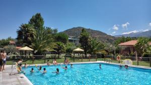 Complejo Turístico Las Cañadas, Casas de Campo y Bungalows, Villaggi turistici  Baños de Montemayor - big - 10