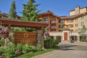 Sun Peaks Grand Hotel & Conference Centre - Accommodation - Sun Peaks