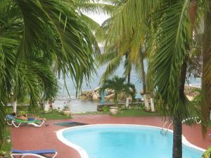Chrisanns Beach Resort Apt 21 - St Mary