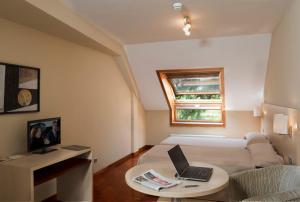 Apartamentos Attica21 Portazgo - Bastiagueiro