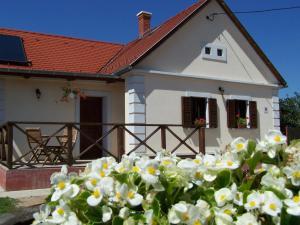 Gyümölcsliget Vendéház, Guest houses  Csehimindszent - big - 1