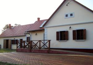 Gyümölcsliget Vendéház, Guest houses  Csehimindszent - big - 15