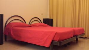 Single Bed in Mixed 6-Bed Dormitory Room with En Suite Bathroom