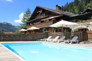 Location gîte, chambres d'hotes Hôtel Les Chalets de la Serraz dans le département Haute Savoie 74