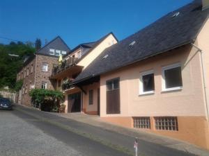 Weingut-Gästehaus Karl Otto Nalbach - Burg an der Mosel