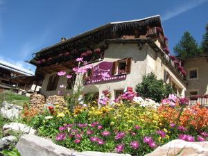 Location gîte, chambres d'hotes La Baïta Du Loup dans le département Hautes alpes 5