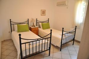 One Bedroom Apartment (Single Beds)