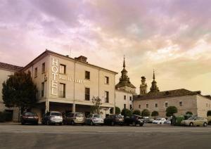 Hotel II Virrey - Navaleno