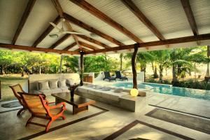 Hotel Tropico Latino, Szállodák  Santa Teresa Beach - big - 16