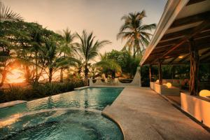 Hotel Tropico Latino, Szállodák  Santa Teresa Beach - big - 63