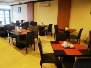 Imperial Hotel, Отели  Kendari - big - 32