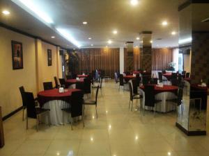 Imperial Hotel, Отели  Kendari - big - 29