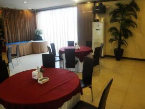 Imperial Hotel, Отели  Kendari - big - 27