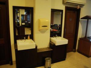 Imperial Hotel, Отели  Kendari - big - 26