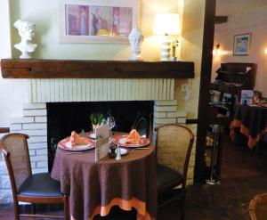 Hotel Restaurant Le Cygne, Hotel  Conches-en-Ouche - big - 27