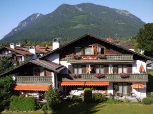 Hotel Garni Brunnthaler, Hotely  Garmisch-Partenkirchen - big - 68