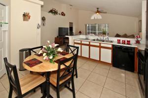 Flexible Pay Vacation Homes, Nyaralók  Kissimmee - big - 8