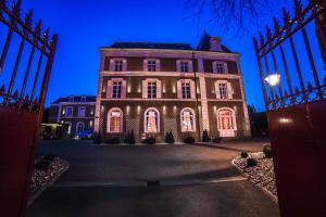 Location gîte, chambres d'hotes The Originals Boutique, La Maison Rouge, Lens Ouest (Qualys-Hotel) dans le département Pas de Calais 62