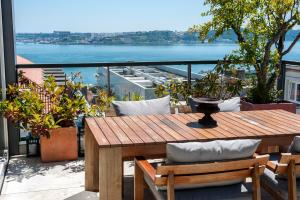 Portuguese Living Chiado Penthouse Lisbon