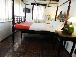 WelcomHeritage Panjim Pousada, Bed and Breakfasts  Panadží - big - 24