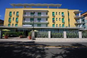 Hotel Holiday Park - AbcAlberghi.com