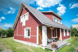 Haikaranpesä Pärna Holiday Home - Mõega