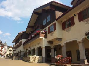 Sun Peaks Lodge - Accommodation - Sun Peaks