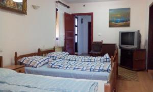 Guest House Kliment, Apartmanok  Pestani - big - 5