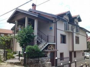 Guest House Kliment, Apartmanok  Pestani - big - 4